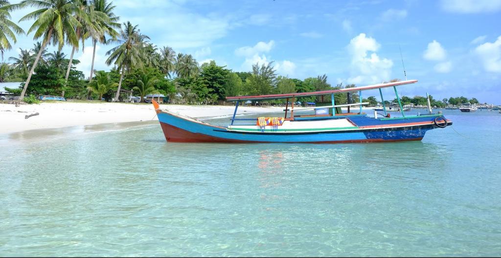hemat biaya backpacker ke bangka belitung dengan patungan untuk sewa kapal