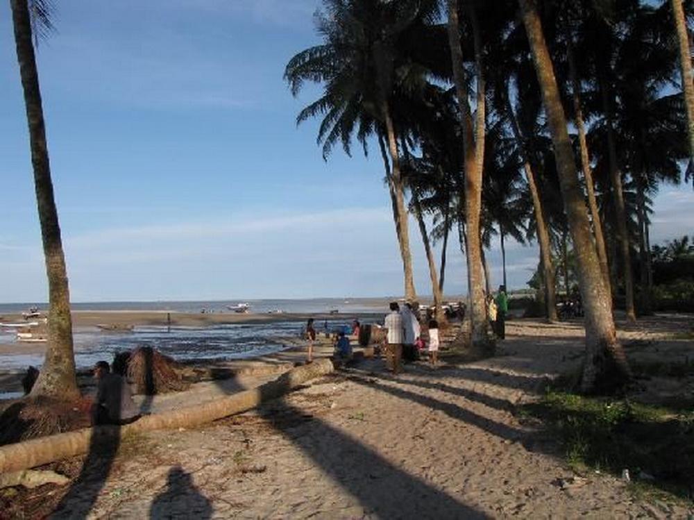 wisata alam pantai sampur pangkal pinang