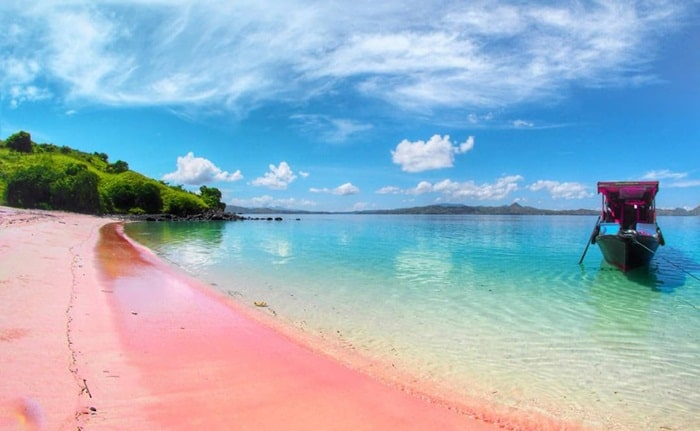 Pantai Tangsi atau pantai pink