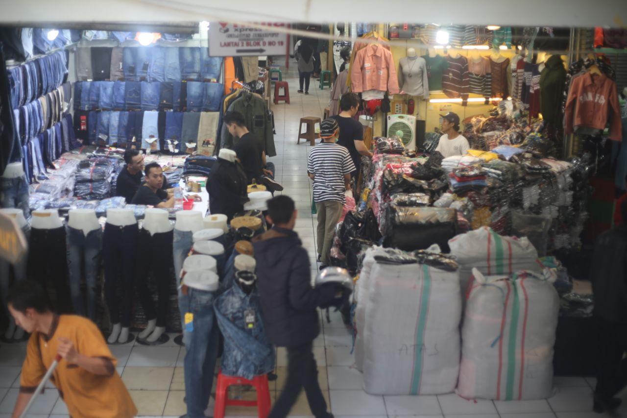 tempat belanja di Pasar Andir Bandung
